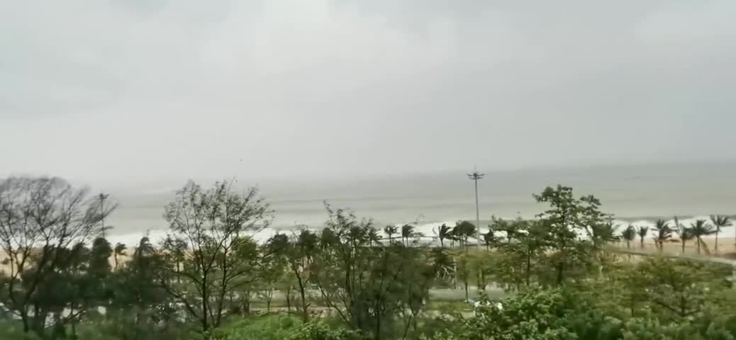 台风黄色预警持续生效,13日上午大鹏、盐田、深汕及沿海高地和海面最大阵风10-11级